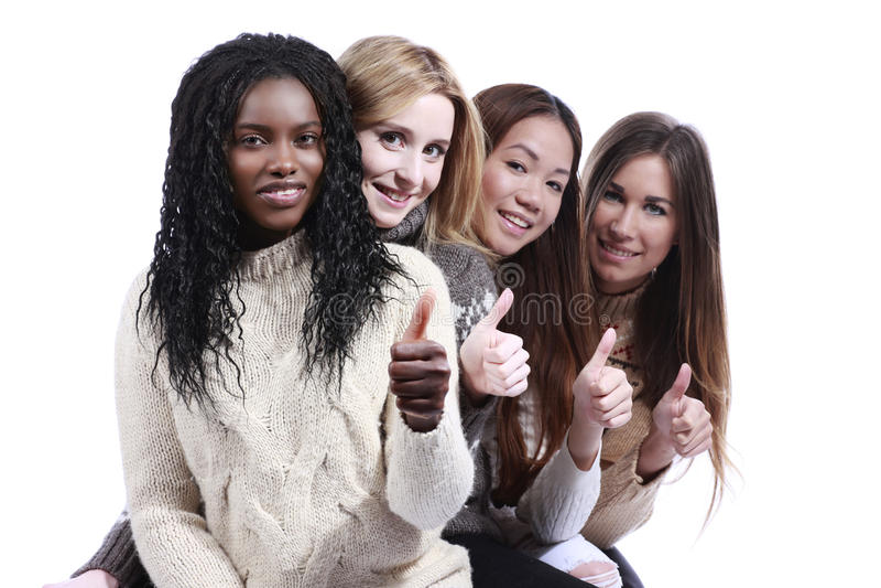 Grupo multirracial joven feliz de mujer con los pulgares para arriba imágenes de archivo libres de regalías