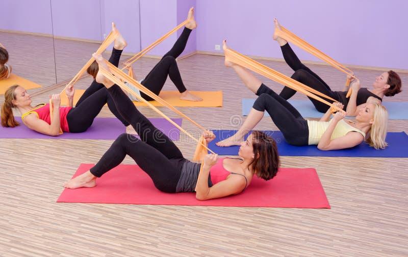 Grupo QUENTE dos pilates da ginástica aeróbica imagens de stock