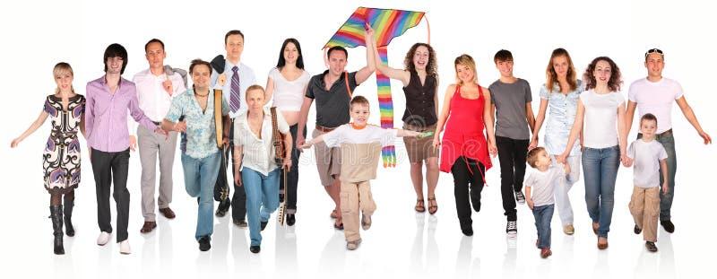 Grupo Running dos povos no branco foto de stock