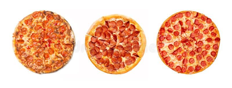 Grupo saboroso fresco da pizza de pepperoni isolado no fundo branco Vista superior fotos de stock royalty free