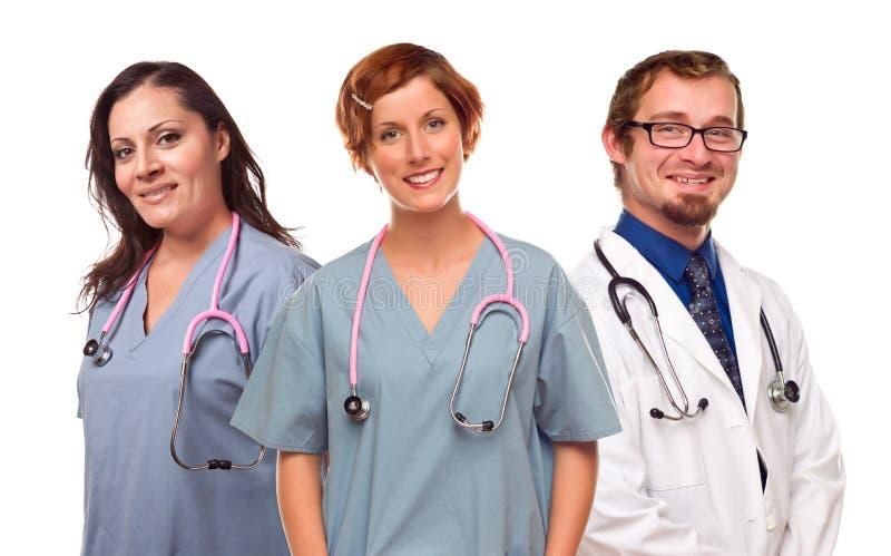 Grupo sonrientes de doctores o de enfermeras de sexo masculino y de sexo femenino foto de archivo