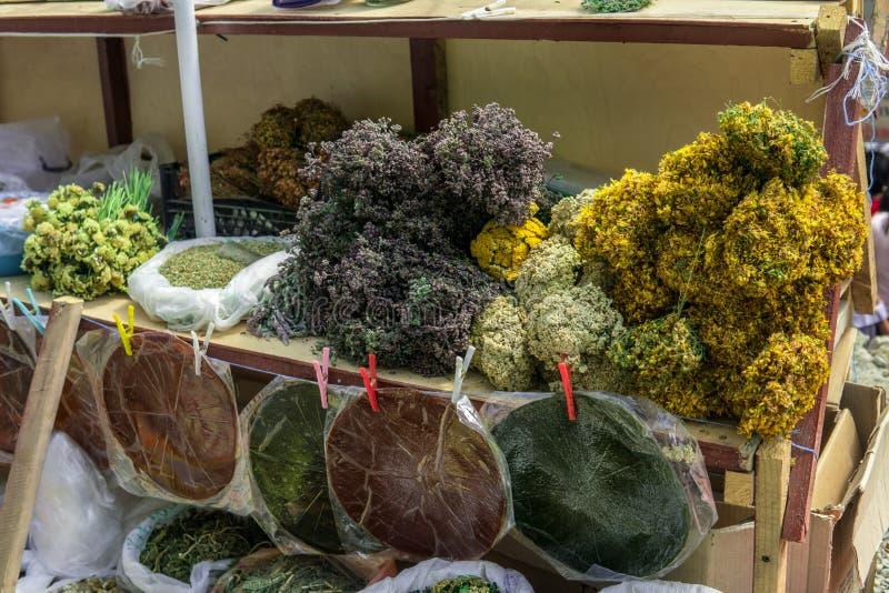 Grupos de curar ervas secadas, o lavash ácido e o almofariz para a venda imagens de stock royalty free