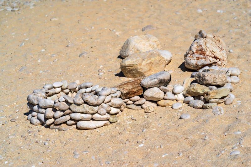Grupos piramidales de la piedra del extracto pequeños foto de archivo libre de regalías