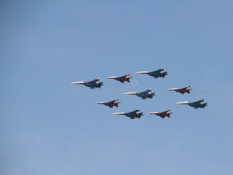 Grupowi aerobatics wojownicy SU na paradzie obraz stock