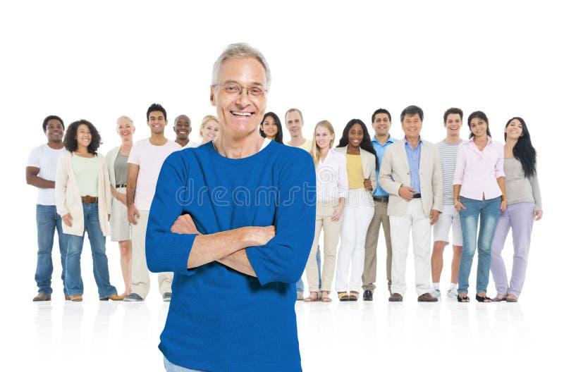 Grupowy przywódctwo Stoi z tłumu zdjęcia royalty free