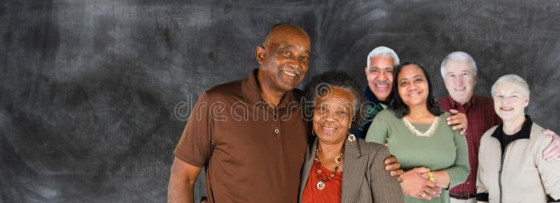 Grupp av äldre par arkivbild