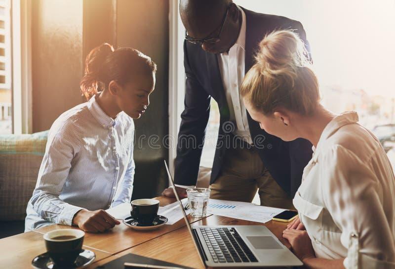 Grupp av affärsfolk, entreprenörbegrepp arkivbild