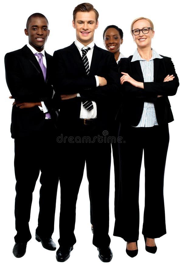 Grupp av affärsfolk, korsade armar royaltyfri foto
