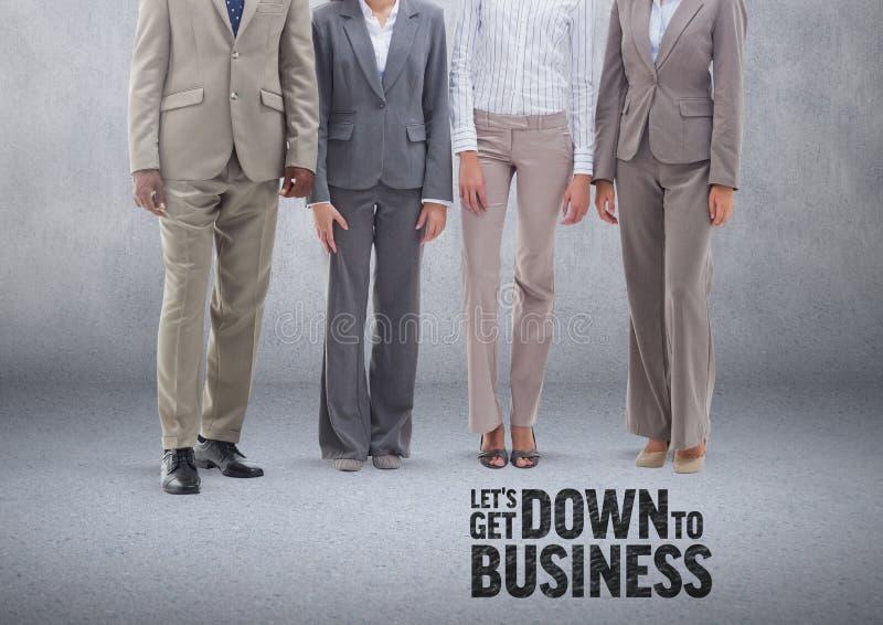 Grupp av affärsfolk som framme står av tom grå bakgrund med ner till affärstext vektor illustrationer