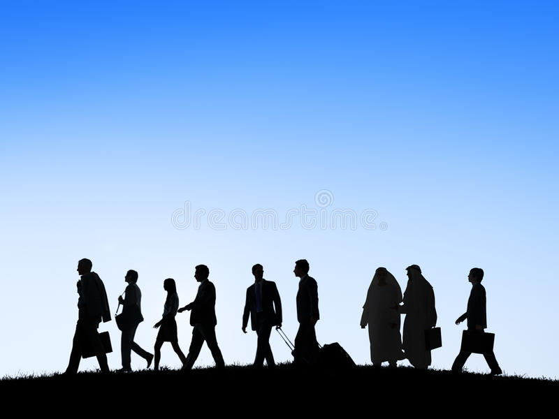 Grupp av affärsfolk som går att resa arkivbilder