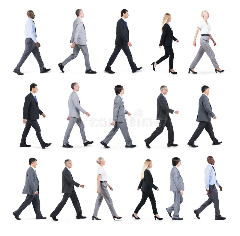 Grupp av affärsfolk som går i en riktning arkivbilder
