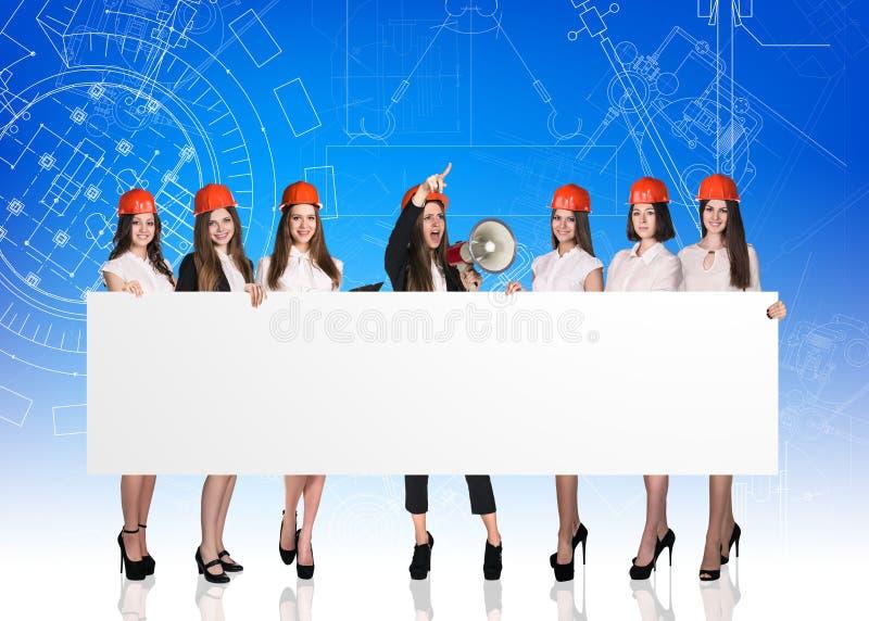 Grupp av affärskvinnor med det vita brädet royaltyfria foton