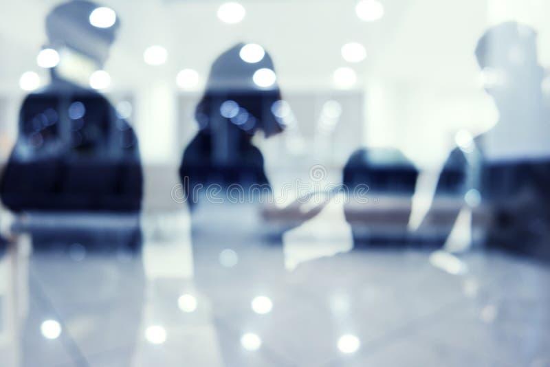 Grupp av affärspartnern som söker efter framtiden Begrepp av företags och startup arkivfoto