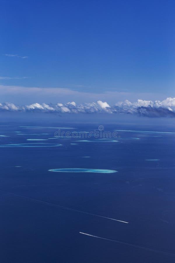 Grupp av atoller i Maldiverna royaltyfri fotografi