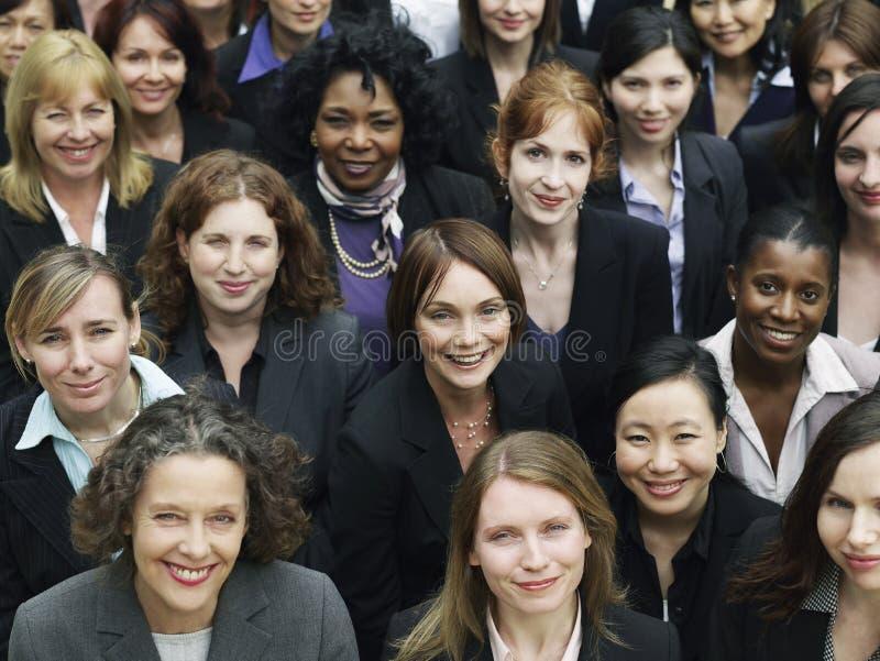 Grupp av att le affärskvinnor royaltyfri bild