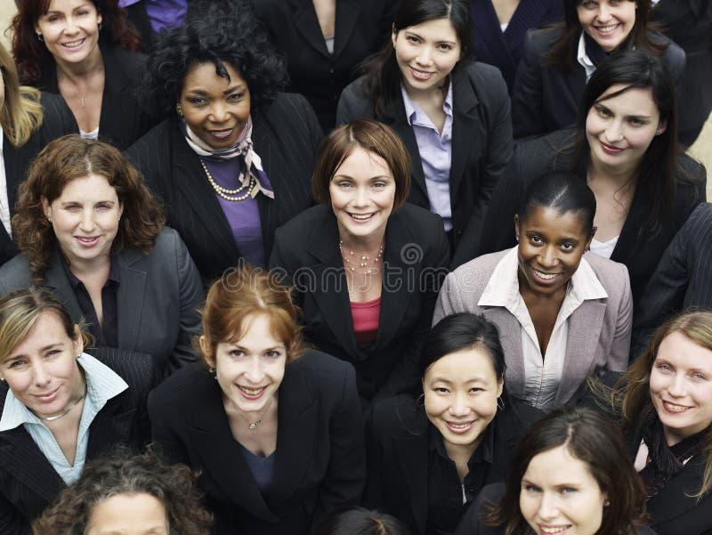Grupp av att le affärskvinnor royaltyfria bilder