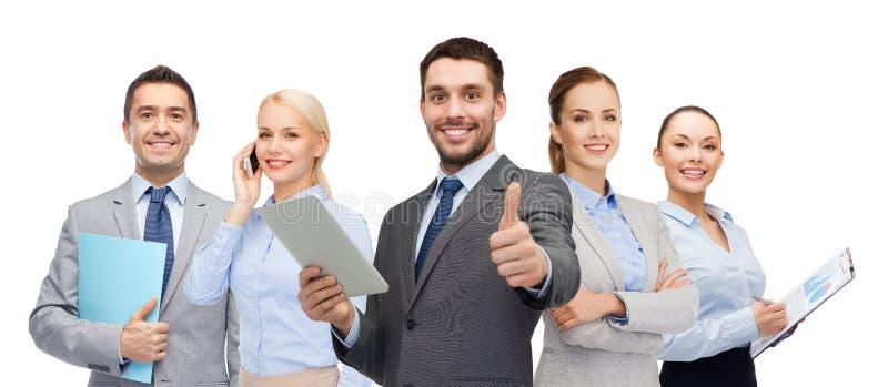 Grupp av att le affärsmän som visar upp tummar royaltyfria bilder