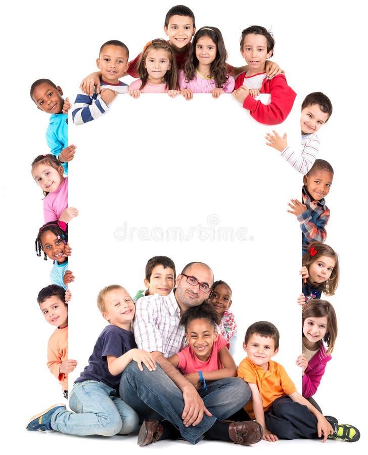 Grupp av barn med läraren arkivbilder