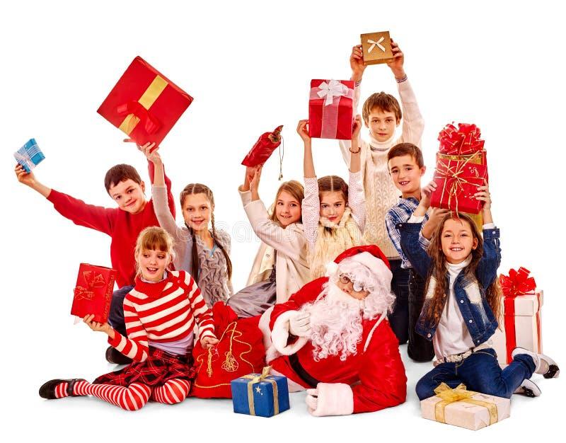 Grupp av barn med Santa Claus fotografering för bildbyråer