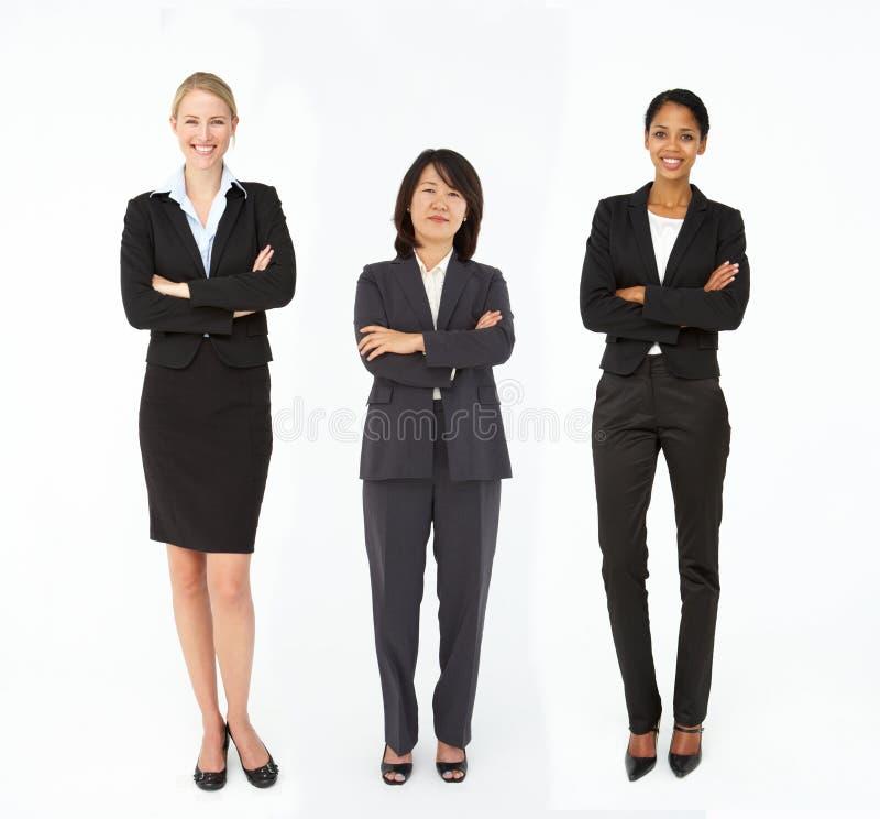 Grupp av blandade ålder- och raceaffärskvinnor arkivfoton