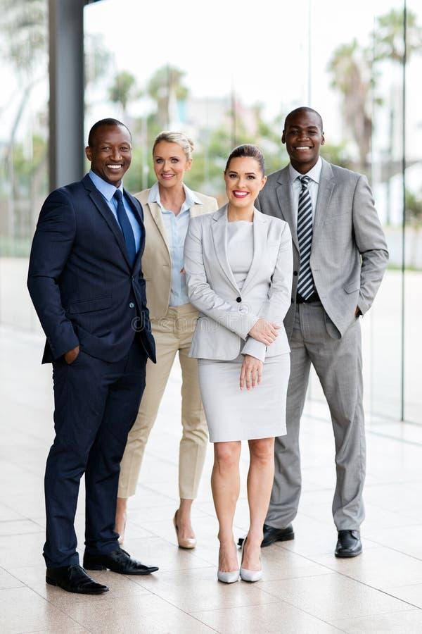 Grupp av blandras- businesspeople royaltyfri foto