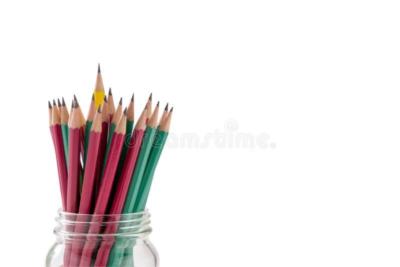 Grupp av blyertspennor på vit bakgrund, arkivbild