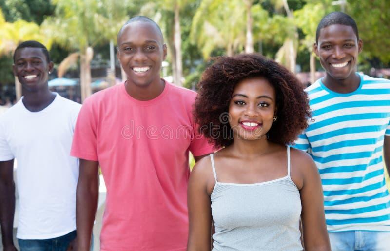 Grupp av den lyckliga kvinnan och mannen för afrikansk amerikan fyra arkivfoto