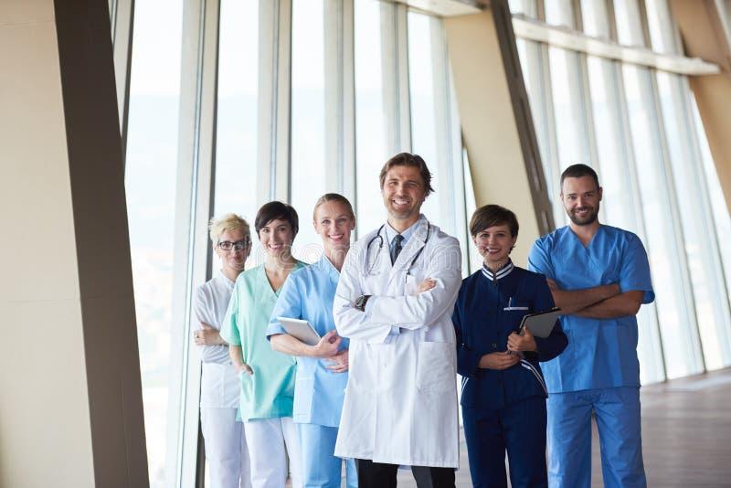 Grupp av den medicinska personalen på sjukhuset royaltyfri foto