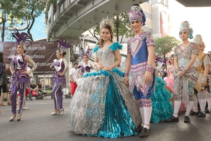 Grupp av den thailändska traditionella dramatiska aktören arkivbilder