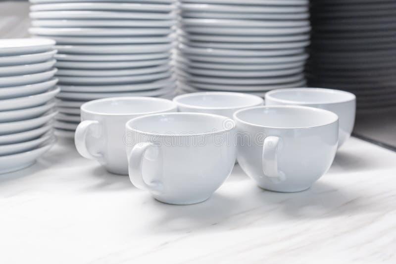 Grupp av den tomma koppen kaffe för rad för drink royaltyfri fotografi