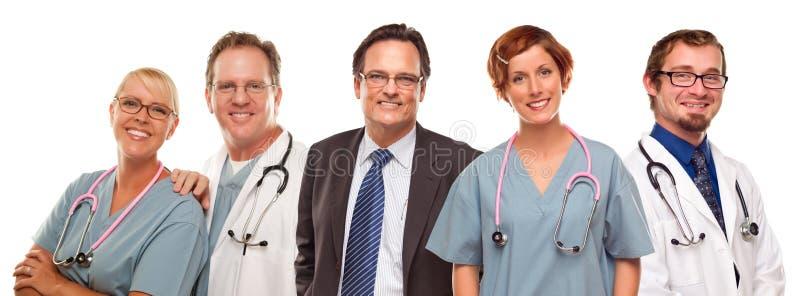 Grupp av doktorer eller sjuksköterskor och affärsman på vit royaltyfria foton