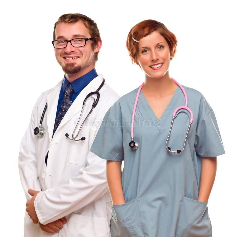 Grupp av doktorer eller sjuksköterskor på en vit bakgrund arkivbild