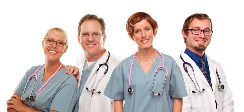 Grupp av doktorer eller sjuksköterskor på en vit bakgrund royaltyfria bilder