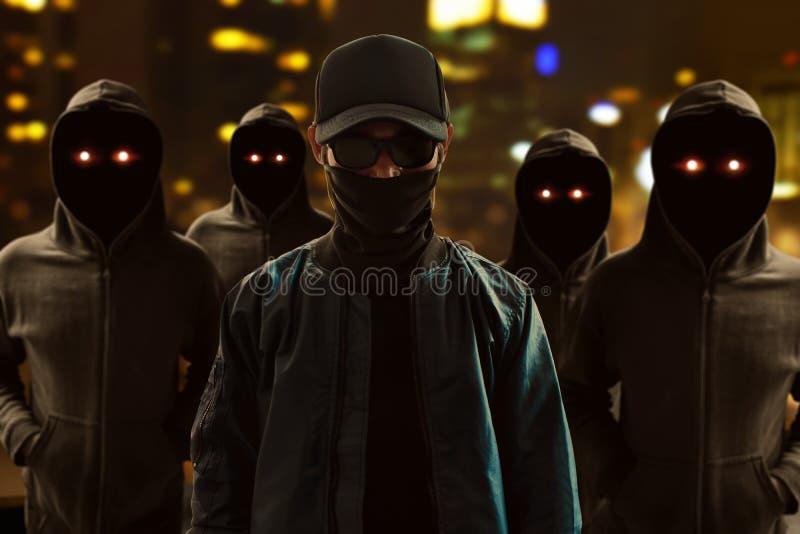Grupp av en hacker på gatan royaltyfria bilder