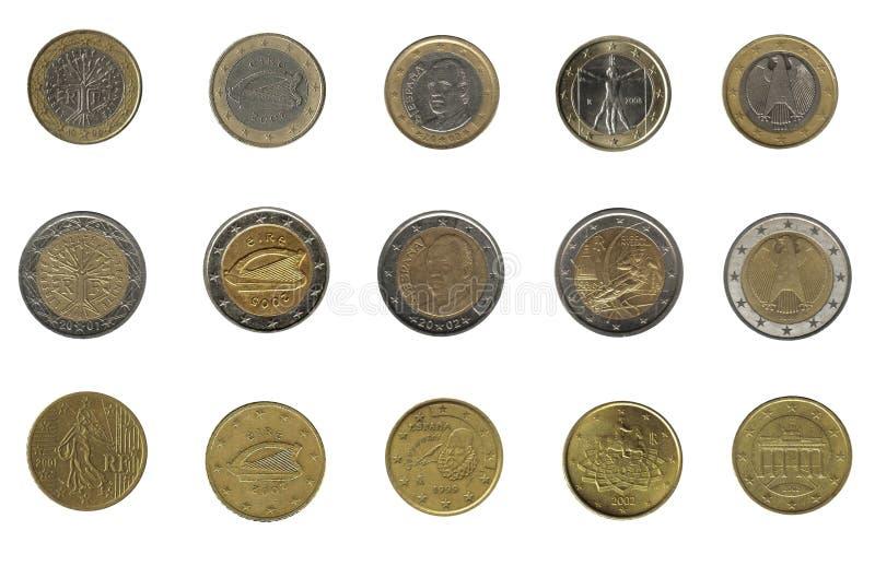 Grupp av euromynt av fem olika nationer arkivfoto