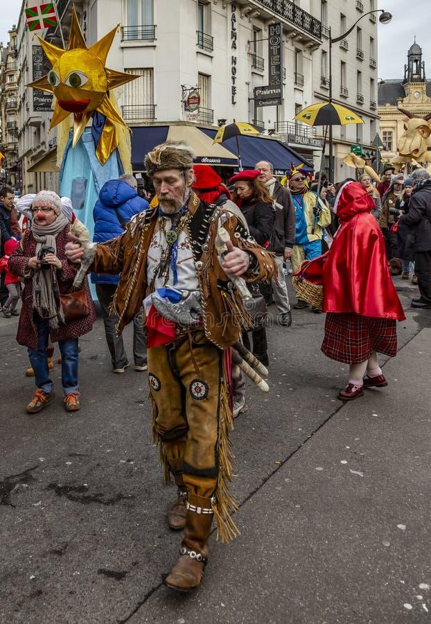 Grupp av förklätt folk - Carnaval de Paris 2018 arkivbild