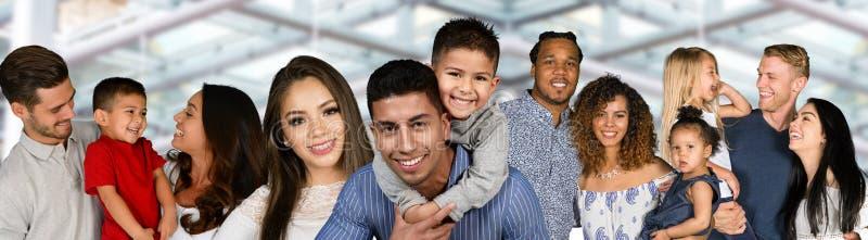 Grupp av familjer royaltyfria foton