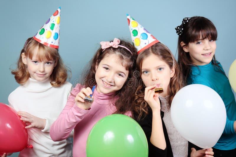Grupp av flickafödelsedagpartit. arkivbilder