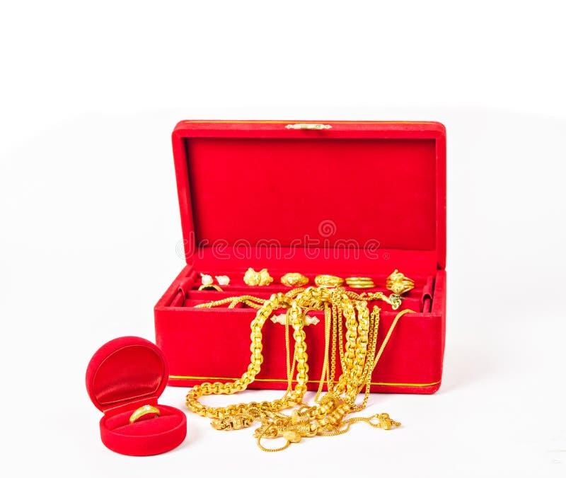 Grupp av guld- halsband- och guldtillbehör royaltyfri fotografi