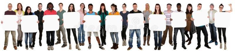 Grupp av hållande copyspace för ungt mång- etniskt folk för elva fotografering för bildbyråer