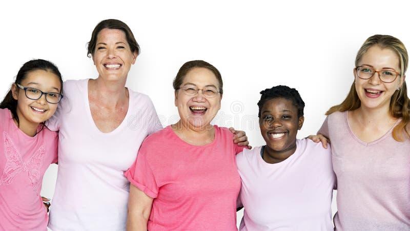 Grupp av kvinnafeminismsamhörighetskänsla som ler teamwork arkivbild