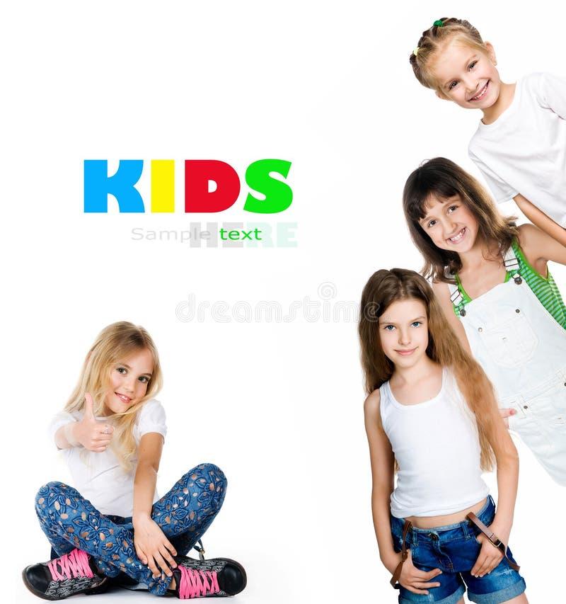 Le flickor i vitt-skjortor arkivfoton