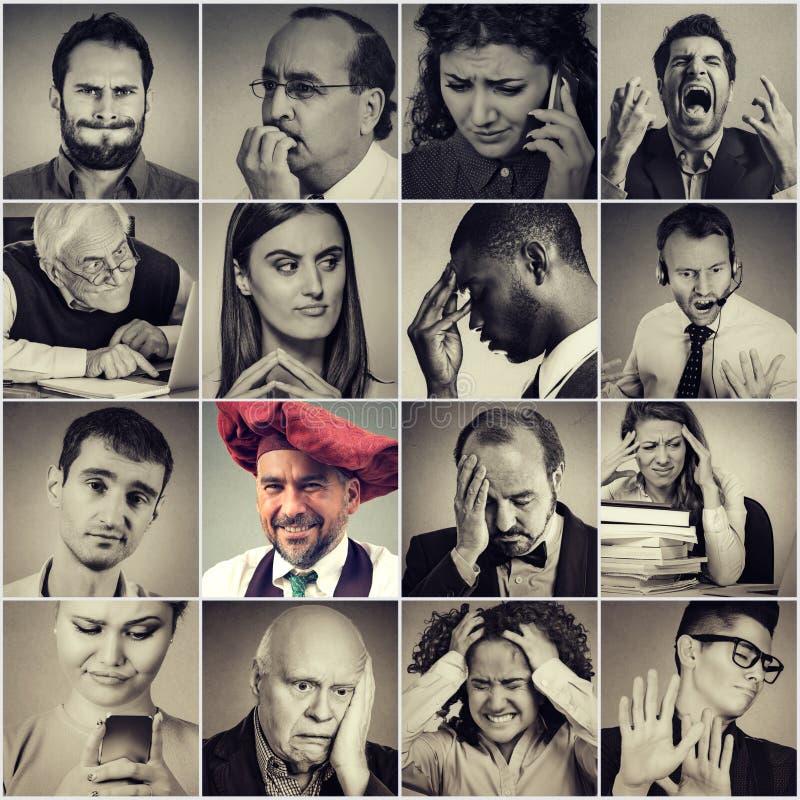 Grupp av ledset, desperat stressat folk och den lyckliga mannen royaltyfria bilder