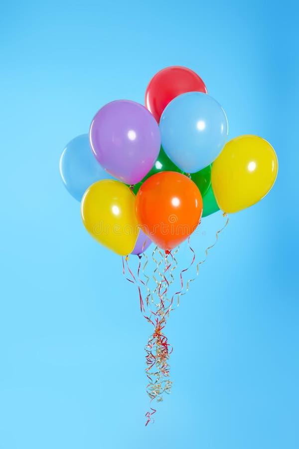 Grupp av ljusa ballonger fotografering för bildbyråer