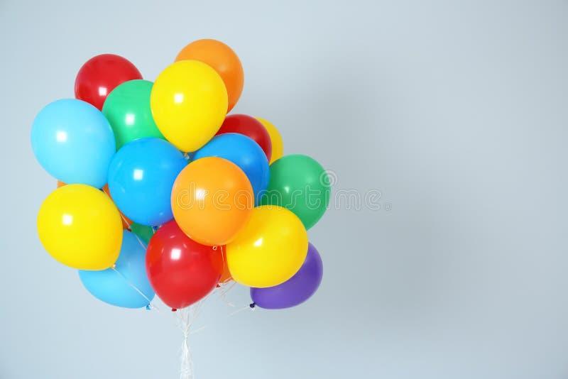 Grupp av ljust ballonger och utrymme för text royaltyfri fotografi