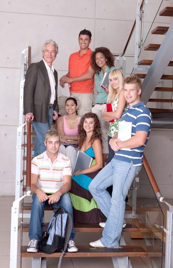 Grupp av lyckliga deltagare royaltyfri fotografi