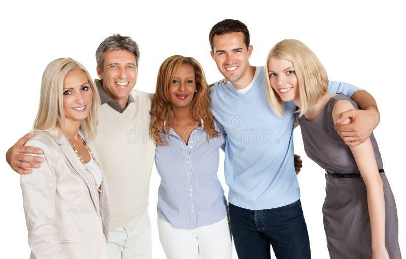 Grupp av lyckligt le för folk som isoleras över vit arkivbild