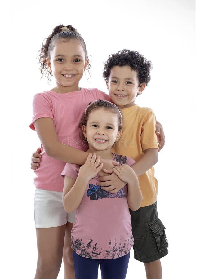 Grupp av lyckligt le f?r ungar royaltyfria foton