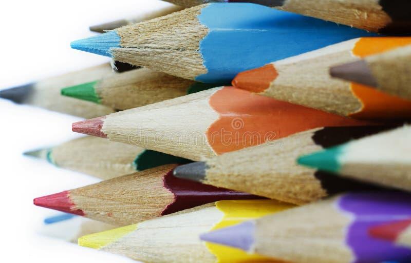Grupp av mångfärgade blyertspennor royaltyfri bild