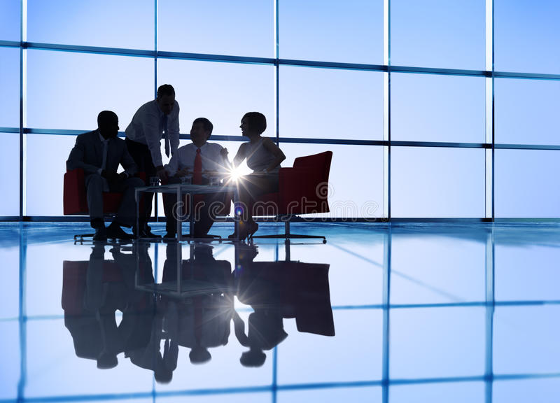 Grupp av möte för affärsfolk royaltyfri bild
